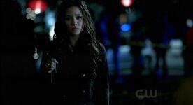 The-Vampire-Diaries-3x07-Anna-has-the-necklace