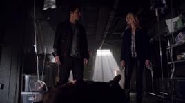 Enzo and Caroline finds Tom 5x17