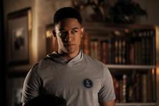 1x07 Death Keeps Knocking On My Door-Rafael