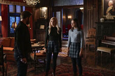2x12 Kai Parker Screwed Us-Alaric-Lizzie-Josie