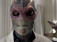 Resident Alien 1x02 001