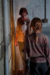 Walking Dead 4x05 Lizzie
