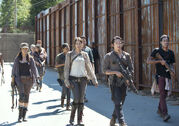 The-walking-dead-episode-512-group002