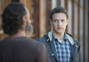 The-walking-dead-episode-512-rick-lincoln-aaron-marquand-935