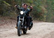 The-walking-dead-beside-the-dying-fire-episode-13-carol-daryl