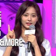 -4K- 트와이스(TWICE) announced their upcoming comeback. 'MORE & MORE' @TWICE - Seize the Light Premiere