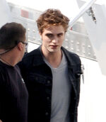 Robert-pattinson-eclipse-edward-cullen-photos-08292009-04
