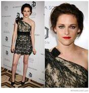 192px-Kristen-stewart-valentino-resort-2011-one-shoulder-lace-dress-black-nude