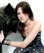 Bella kuschelt mit einem Werwolf