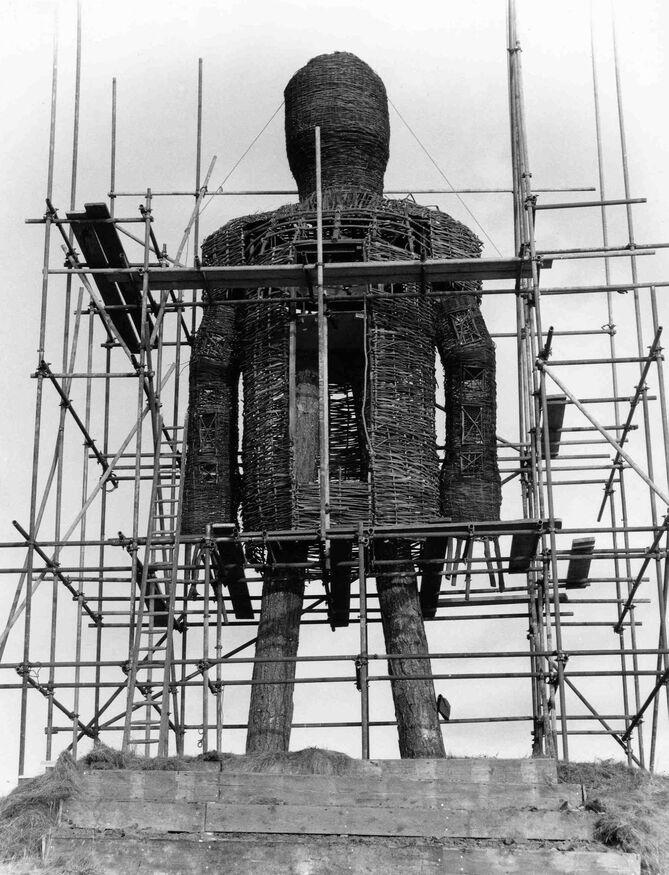 Man under construction, gg 12498.jpg