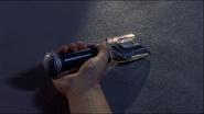 Spark Lens hitam di tangan Daigo