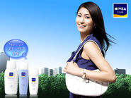 Hitomi promotes