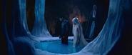 David place Sélène dans l'eau avec Lena 3