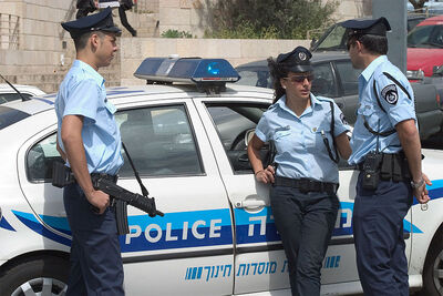 800px-Israel police officers.jpg