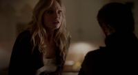 Klaus stabs Caroline 4x13