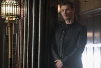 5x12 The Tale of Two Wolves-Klaus