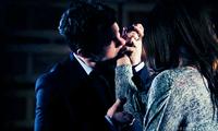 Elijah bites Hayley