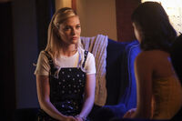 2x01 I'll Never Give Up Hope-Lizzie-Josie 3