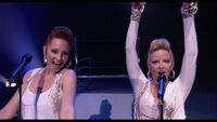 Candice Accola-Miley concert