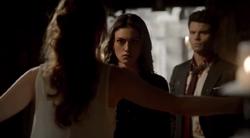 Genevieve-Elijah-Hayley 1x22...png
