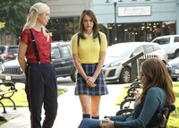 2x07 It Will All Be Painfully Clear Soon Enough-Lizzie-Josie-Hope