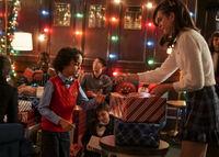 2x08 This Christmas Was Surprisingly Violent-Pedro-Josie
