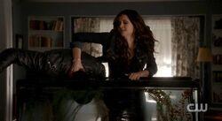 Katherine dunks Damon 4x18.jpg