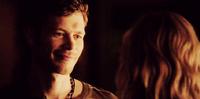 Klaus smiling to Caroline - 4x18