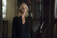 5x12 The Tale of Two Wolves-Caroline