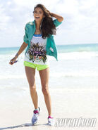 Nina-dobrev-seventeen-fitness-3