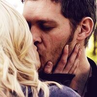 Klaus and Caroline kissing 5x11