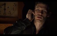 1x19-Klaus concerned