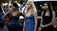 The-Vampire-Diaries-3x05-Bonnie-Caroline-and-Elena-at-school