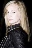 Candice-A-Rare-Pics-2009-without-make-up-photoshoot-candice-accola-26488203-333-500