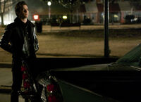 Ustv-the-vampire-diaries-s05-e19-man-on-fire-1