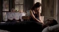 Hayley and Elijah in 1.8