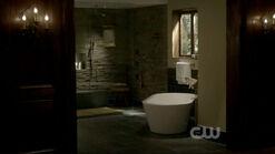 Damons-bathroomroom