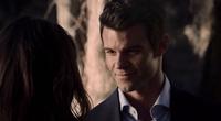 Elijah smiling with Hayley 1x15