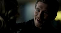 Klaus smiling to Caroline 3x15