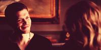 Klaus smiling to Caroline - 4x19