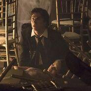 Damon trauert um Elena
