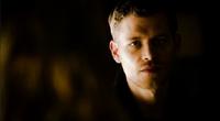Klaus looking Caroline 4x14