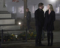 5x12 The Tale of Two Wolves-Klaus-Caroline 1