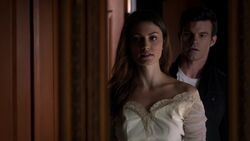 Hayley and Elijah 1x10..jpg