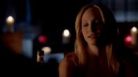 Caroline talking with Stefan in 4x22