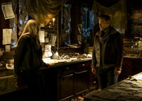 1x10 There's a World Where Your Dreams Came True-Lizzie-Alaric 1