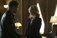 5x12 The Tale of Two Wolves-Klaus-Caroline