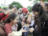 """Victoria Justice Meets Fans on """"Fun Size"""" Set"""