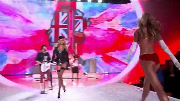 Victoria's_Secret_Fashion_Show_2013