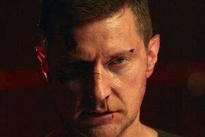 Richard-Armitage-transformed-into-the-red-dragon-665x385